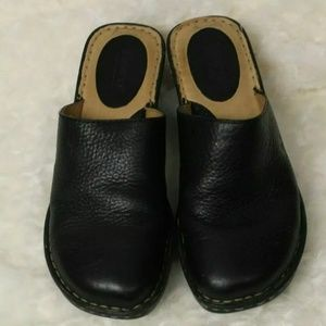 Born Women's sz 8 Black Slip On Heel Clog